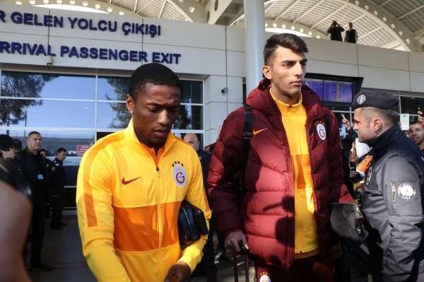 Galatasaray kafilesi ikinci yarı hazırlıkları için Antalya'ya geldi