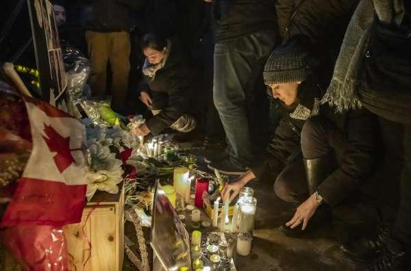Kanadalılar, uçak kazasında hayatını kaybeden vatandaşları için mum yaktı