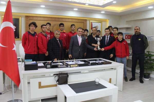 Sınav Koleji basketbol takımı, bölge turnuvasında Diyarbakır'ı temsil edecek