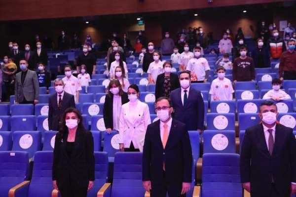 Bakan Kasapoğlu, Satranç Federasyonu ile bir araya geldi