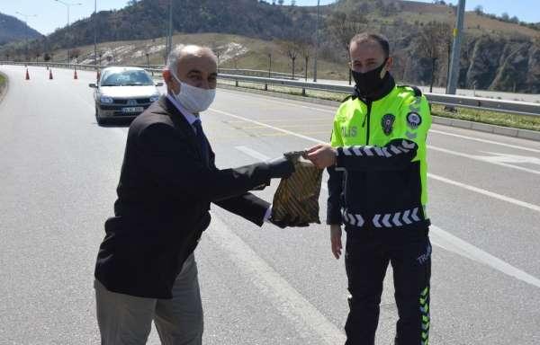 Başkan Özdemir'den polislere hediye