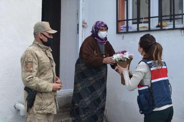 Ardahanda Jandarma Şehit Annelerini unutmadı