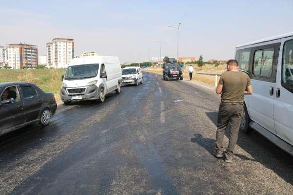 Sıcak hava asfaltı eritti, kayganlaşan yol kazaya neden oldu
