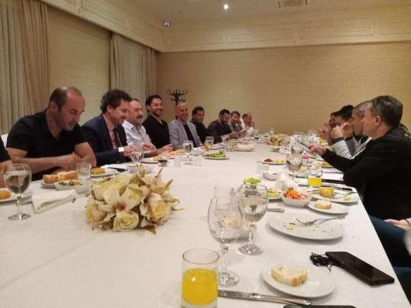 Vanlı masterler yemekte bir araya geldi