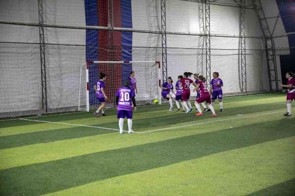 Kadınlar futboldan anlamaz algısını yenmek için sahaya çıktılar