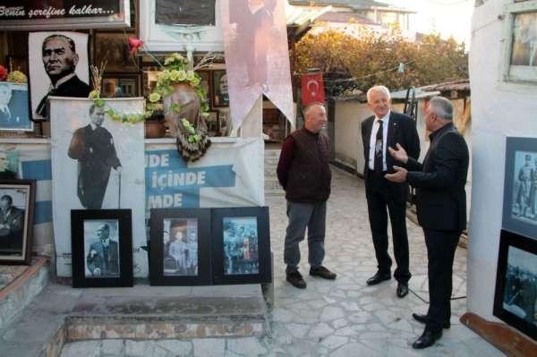 18 yıldır topladığı Atatürk resimleri ile evini müzeye çevirdi