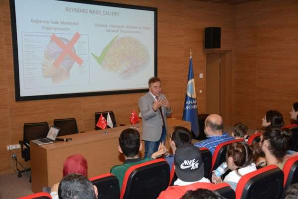 Anadolu Üniversitesinde 'Müzik Beynimizi Değiştirebilir mi?' konferansı