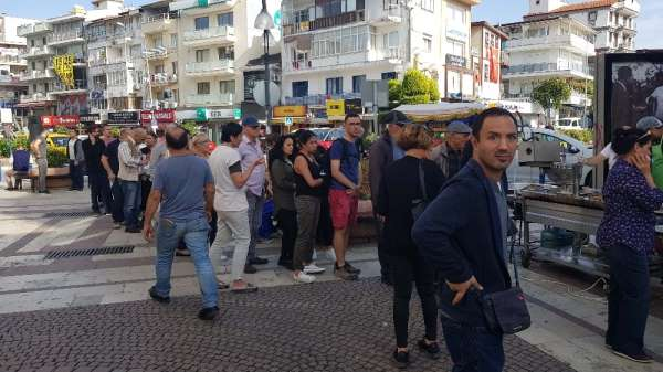 Kuşadası'nda Atatürk ve şehitler hayrına lokma döküldü