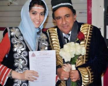 İngiliz Lordu 32 yaşındaki Özbek kadınla evlendi