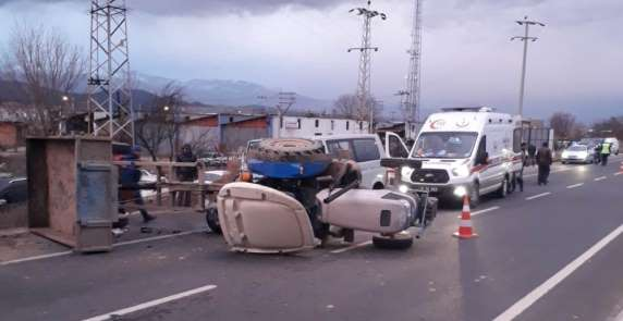 Tarım işçilerini taşıyan traktör kaza yaptı: 14 yaralı