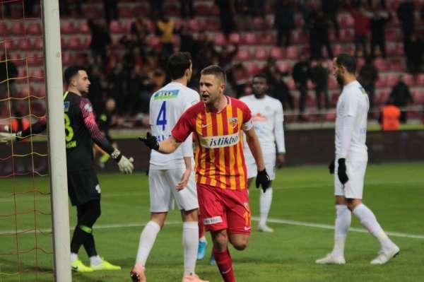 Artem Kravets golünü Nurettin'e hediye etti
