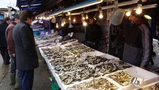 Hafta sonu hamsi almak için balıkçılara giden Trabzonlular hamsi bulamayınca büy