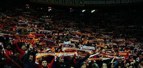 Galatasaray'da zirve ile puan farkı 6'ya indi