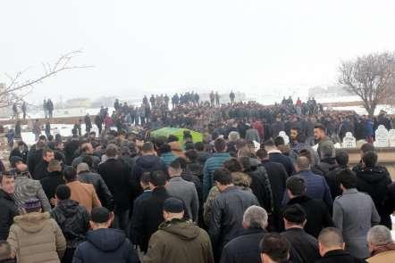 Kaza kurbanı futbolcuyu binler uğurladı