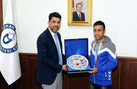 Türkiye birincisi sporcudan Rektör Aldemir'e ziyaret