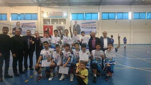 Yahya Kemal Beyaltı Ortaokulu Yarı Finalde