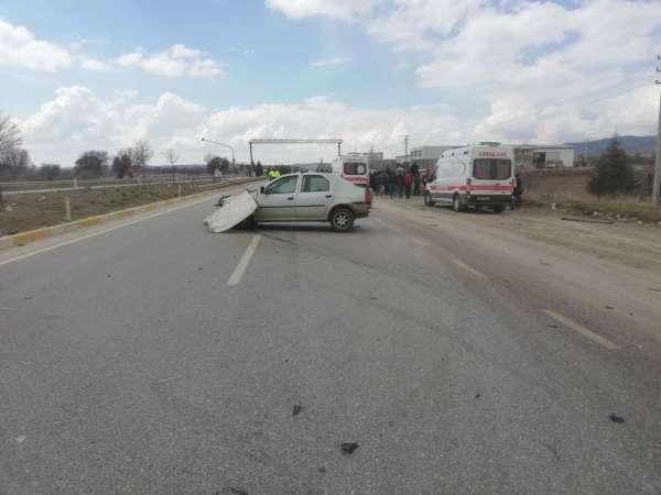 Banazda trafik kazası; 3 yaralı