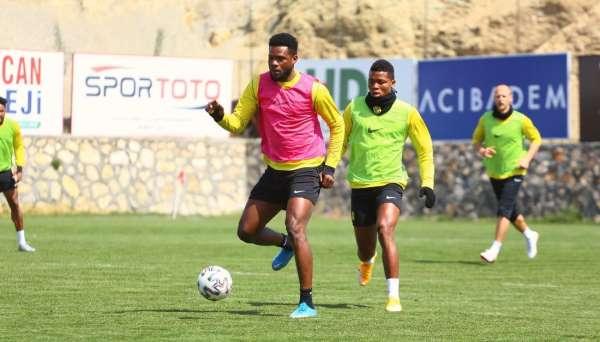 Yeni Malatyasporda 4 futbolcuda korona virüs çıktı