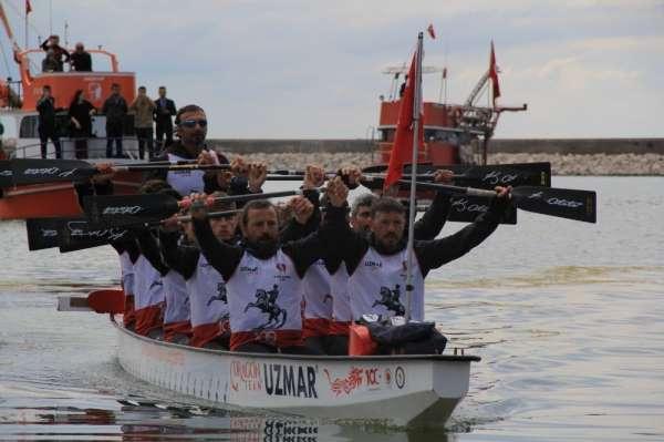 Türk bayrağını deniz yoluyla Samsun'a taşıyan Dragon Botu, Kastamonu'ya ulaştı