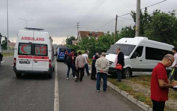 Samsun'da kaza! Minibüsün seyir halindeyken lastiği patladı
