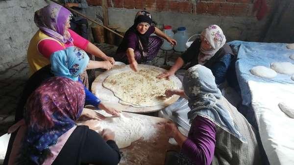 Bayramda köylü kadınlar bu lezzet için bir araya geliyor