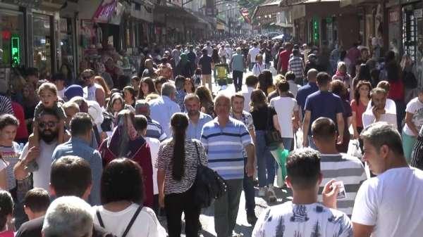 Çarşı pazarda bayram yoğunluğu yaşanıyor