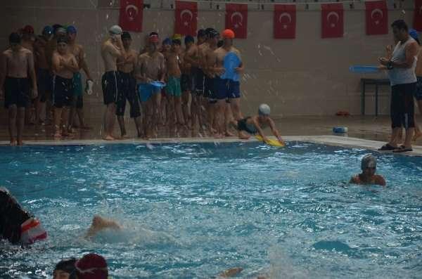 Malatyada yüzme bilmeyen çocuklara ve gençlere ücretsiz kurs