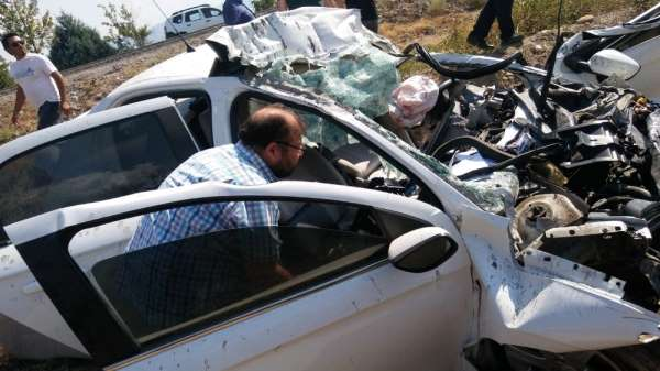 Kazada ağır yaralanan genç yaşama tutunamadı