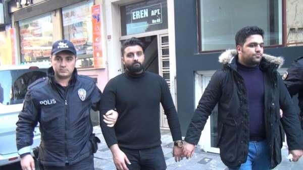 Taksim'de turistler birbirine girdi: 2 kişi bıçaklandı