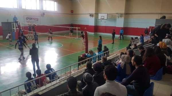Van Büyükşehir Belediyesi kadın voleybol takımı haftayı galibiyetle kapadı