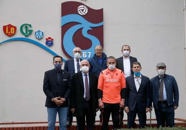Trabzonspor'da yöneticiler, Abdullah Avcı'yı ziyaret etti