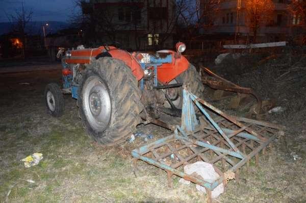 Traktörüne tırmık takmak isterken canından oldu