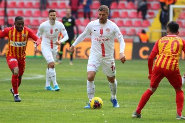 Antalyaspor kupada Podolski'yi riske etmeyecek