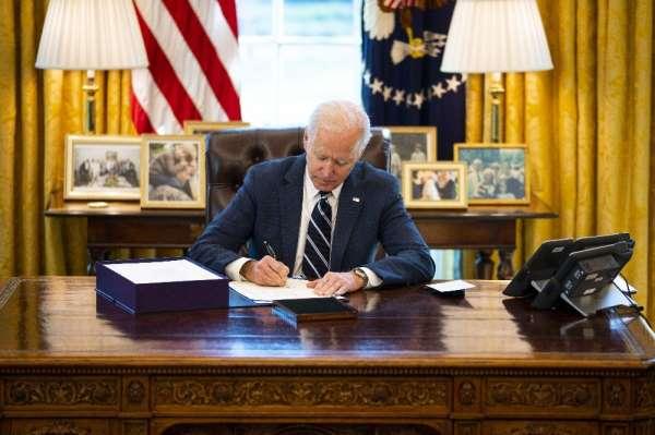 Biden, 1.9 trilyon dolarlık Covid-19 destek paketini imzaladı