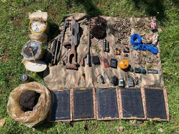 Batman kırsalında PKK'lı teröristlere ait silah, mühimmat ve yaşam malzemesi ele