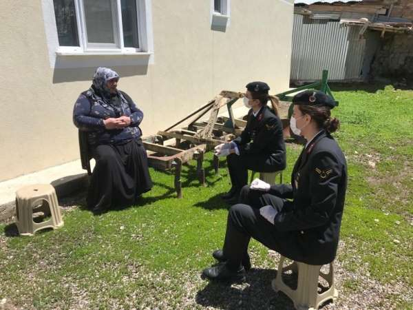 Jandarma'dan şehit annelerine 'Anneler Günü' ziyareti