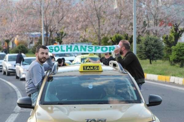 Solhanspor Efeler Ligine yükseldi, kutlama korona virüs tedbirlerine göre yapıld