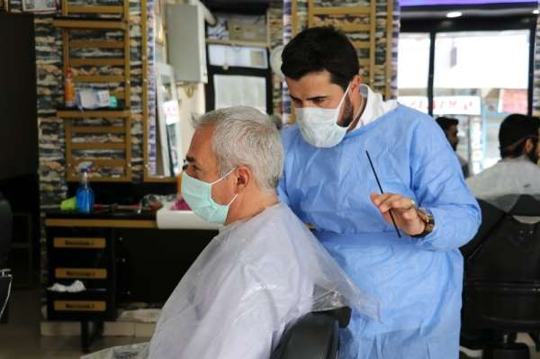 Van'da 50 günün ardından berberlerde ilk tıraş