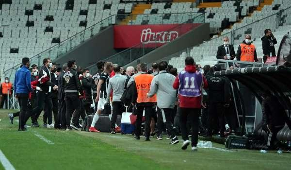 Beşiktaşta maç bitti, saha kenarı karıştı