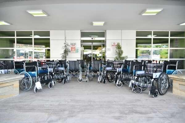Büyükşehirden 20 engelliye tekerlekli sandalye, 261 yetim çocuğu bayramlık