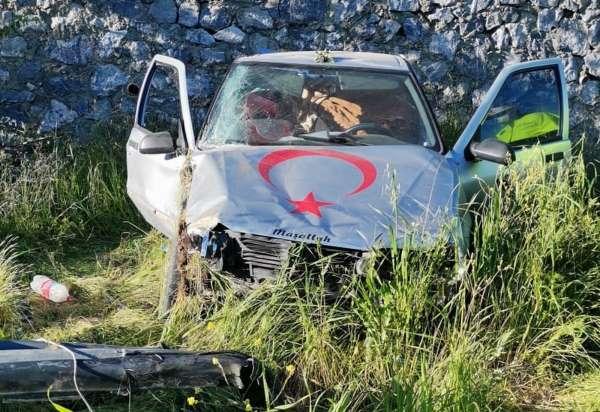 Otomobil 6 metre yükseklikten araziye uçtu: 1 yaralı
