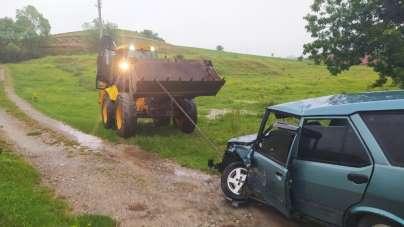 Karayolunda oluşan su birikintisi kazaya neden oldu