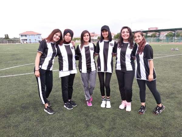 Manisa FK'dan Yozgatlı öğrencilere forma desteği