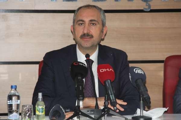 Bakan Gül: Bir takım polemiklerle siyaset yapmanın Türkiyeye hiçbir faydası yok