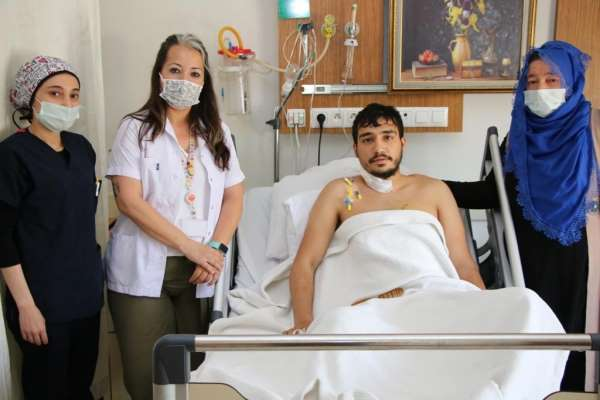 Bıçaklanma sonucu kalbi duran genç, hastanede hayata döndü