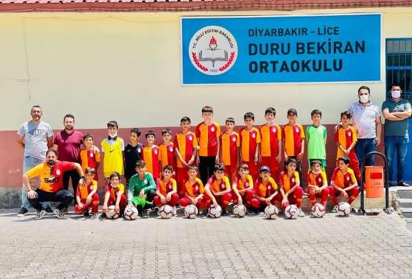 Galatasaraydan Diyarbakırdaki köy okuluna malzeme desteği