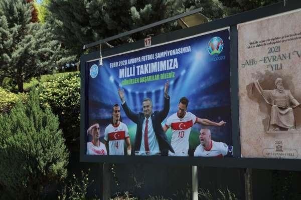 Kayseri Üniversitesinden Milli Takımımıza Billboardla Destek