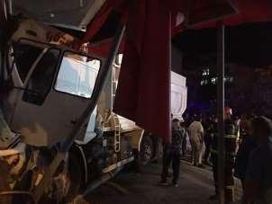 Fatsa'da kamyon işyerine girdi