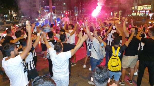 Kuşadası 3. Ligi Nazilli Belediyespor taraftarları ile kutladı