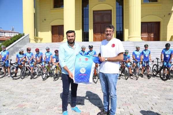 Ömer Halisdemir 5. Ulusal Bisiklet Turuna katılan sporcular Kütahyada